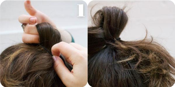 """Повторяют Ваши волосы в опрятный  """" конский хвостик  """" высоко на Вашей голове, перемещенной немного стороне."""